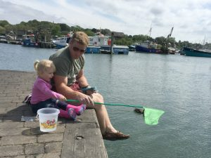 free things to do in norfolk - crabbing